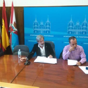 Muñoz asegura que el Ayuntamiento está preparado  para prestar el servicio de ayuda a domicilio de forma inmediata si la empresa adjudicataria deja de hacerlo