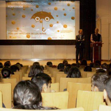 """Pedro Muñoz clausura el ciclo de cortos  """"Por los Derechos de los Niños"""", en el que  han participado casi mil niños de 14 colegios"""