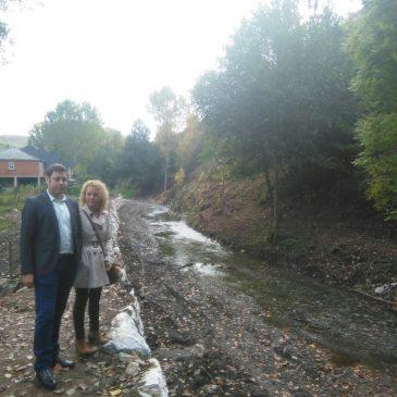 La nueva escollera en el río Oza en San Esteban de Valdueza duplica la inversión inicialmente prevista