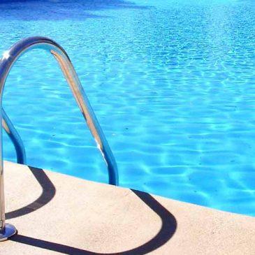 La oposición reprocha al alcalde de Puente de Domingo Flórez el cambio arbitrario de ubicación de la piscina