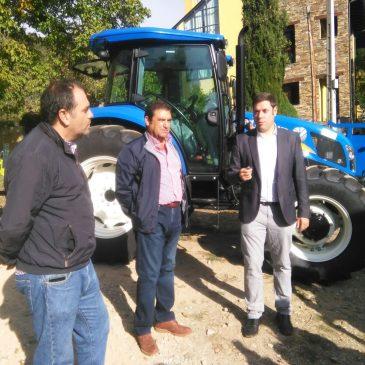 Iván Alonso presenta la nueva maquinaria para  realizar trabajos en el medio rural de Ponferrada